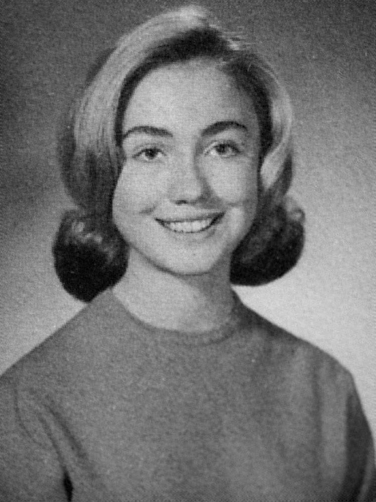 Фотография Хиллари Клинтон в школьном альбоме, 1965 год