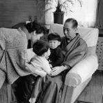 Японский политик Синдзо Абэ с дедушкой и бабушкой, 1960 год