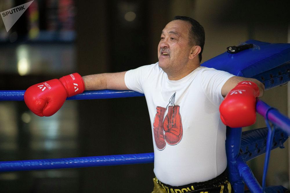 55 жаштагы экс-чемпион 15 жылдан бери рингге чыга электигин белгилеп, беттештен чындап ырахат алганын айтты