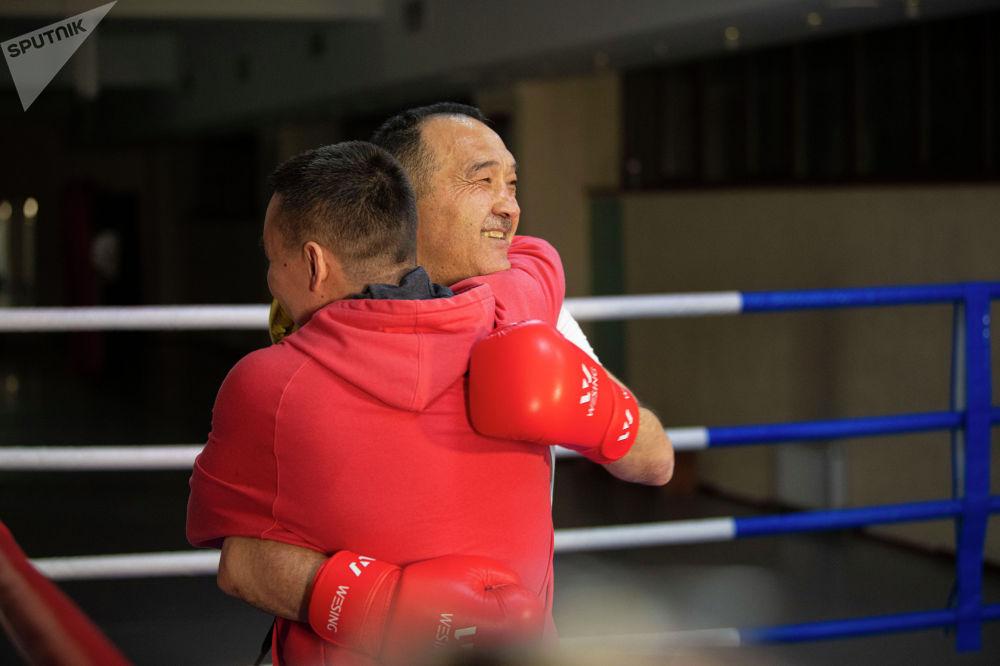 Бокс кызыктай эле спорт... Адегенде мушташасың, анан кучакташасың, — деген Назаров беттештен соң