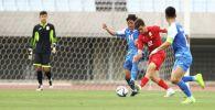Полузащитник национальной сборной Кыргызстана Алимардон Шукуров во время матча со сборной Монголии в рамках отборочного тура к Чемпионату мира-2022 в Осаке, Япония. 07 июня 2021 года