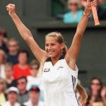 Российская теннисистка Анна Курникова после победы над хорваткой Ивой Майоли на открытом чемпионате Франции. 2 июля 1997 года