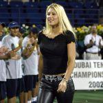 Российская теннисистка Анна Курникова на церемонии открытия турнира по теннису в Дубае. 18 февраля 2002 года