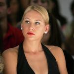 Российская теннисистка Анна Курникова на показе мод Monique Lhuillier Spring 2006 во время недели моды Olympus в Брайант-парке в Нью-Йорке. 13 сентября 2005 года