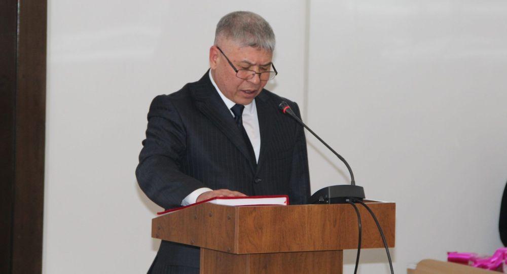 Председатель Чуйского областного суда Дамир Онолбеков во время присяги. Архивное фото