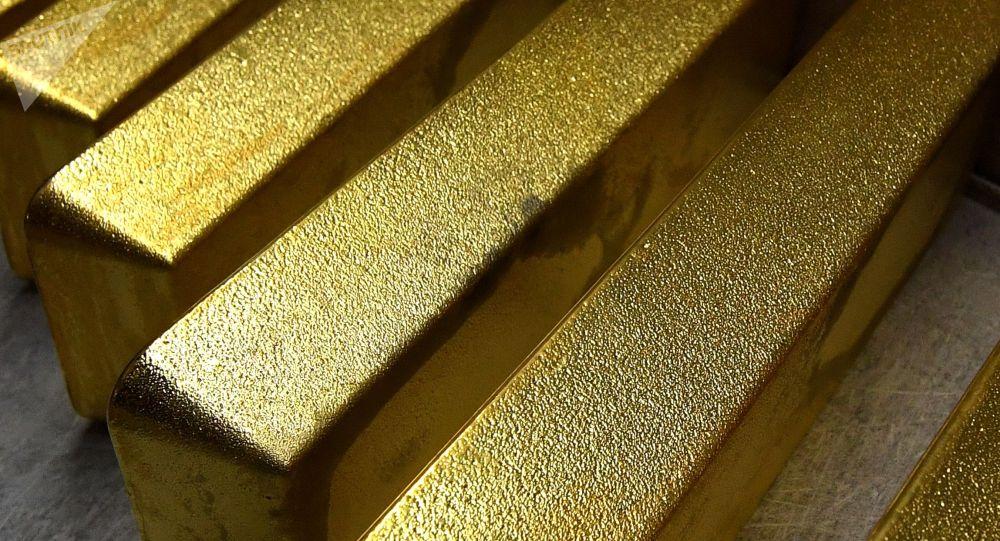 Золотые слитки высшей пробы 99,99. Архивное фото