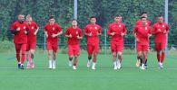 Футболисты сборной Кыргызстана во время тренировки