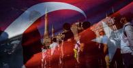 Стамбулда Түркиянын мамлекеттик желегин фонунда кишилер. Архив
