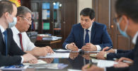 Министрлер кабинетинин төрагасы Улукбек Марипов бүгүн Бишкек мэринин милдетин аткаруучу Бактыбек Кудайбергеновду кабыл алуу учурунда