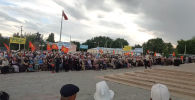 Сторонники арестованного экс-премьера-министра Омурбека Бабанова вышли в его поддержку. Они требуют освобождения политика.