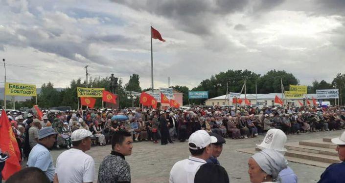 Митинг сторонников арестованного экс-премьера-министра Омурбека Бабанова в городе Талас