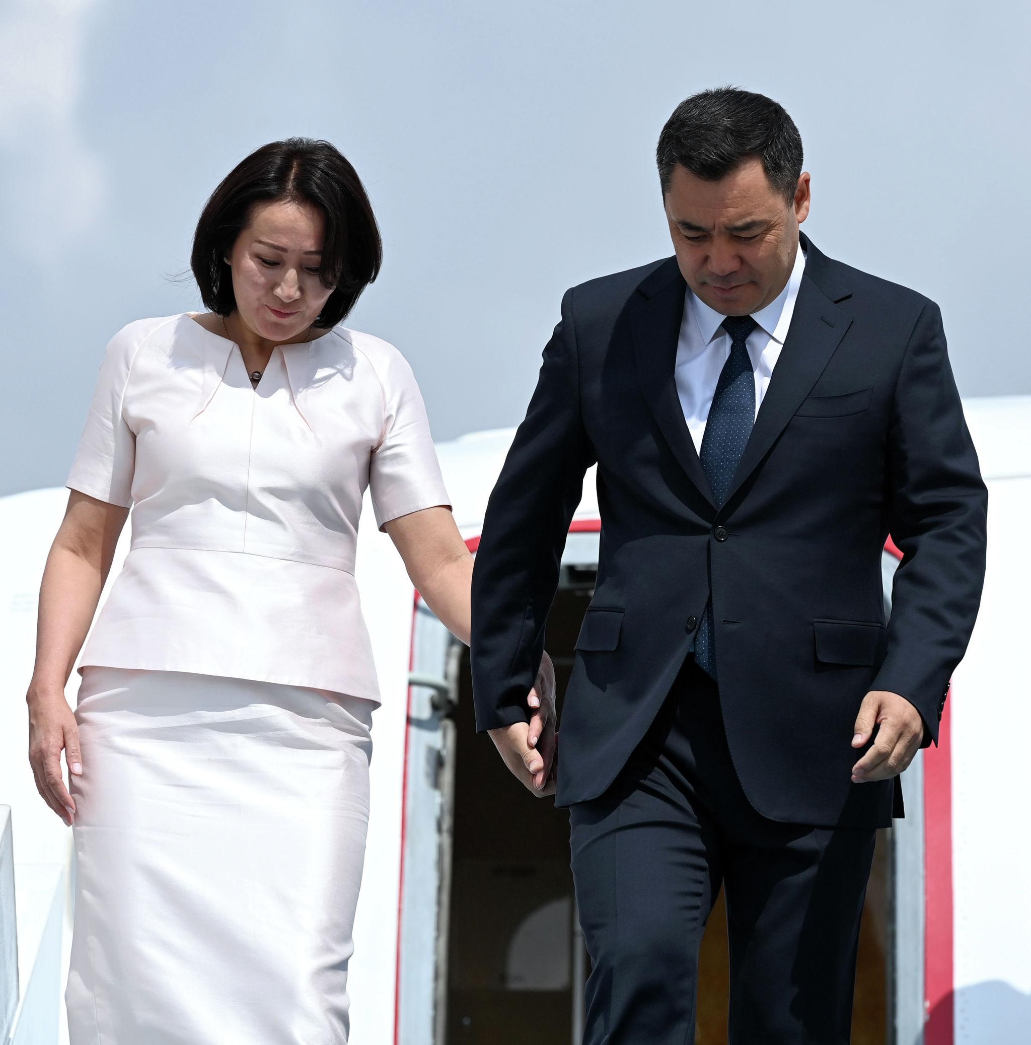 Кыргызстандын президенти Садыр Жапаров жана биринчи айым Айгүл Жапарова Анкара шаарында