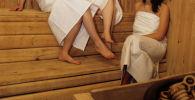 Девушки в парилке бани. Архивное фото