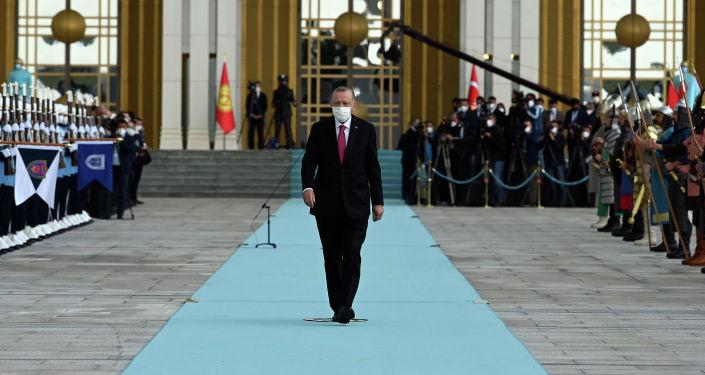 Президент Турции Реджеп Тайип Эрдоган на церемонии официальной встречи с президентом КР. 09 июня 2021 года