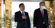 Президент Садыр Жапаров на церемонии официальной встречи с Президентом Турции Реджепом Тайипом Эрдоганом