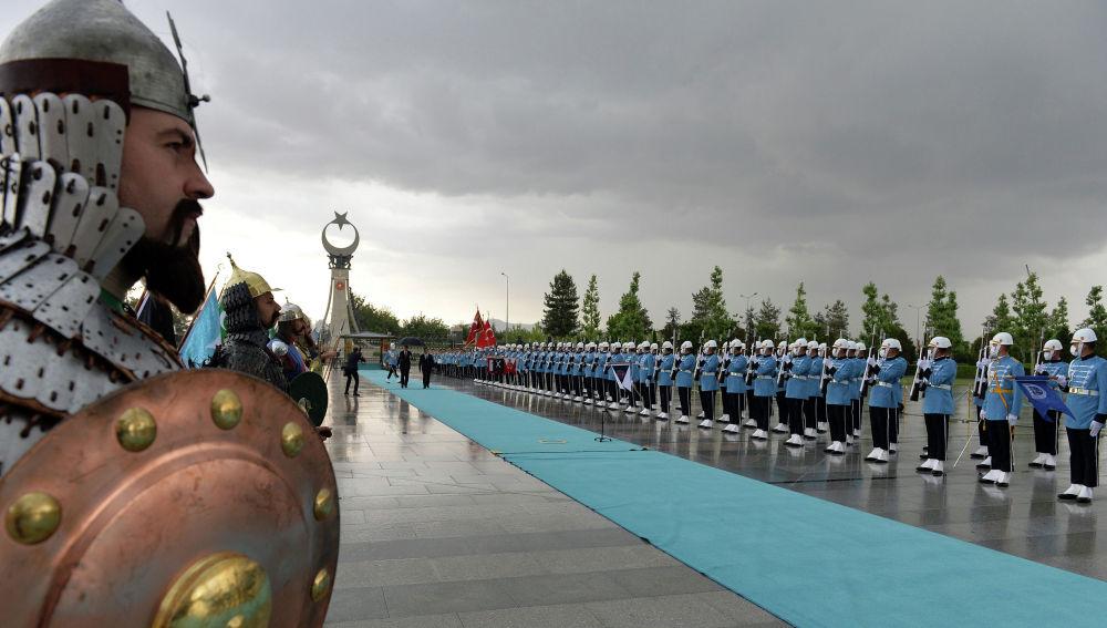 Президент КР на церемонии официальной встречи с Президентом Турции. 09 июня 2021 года