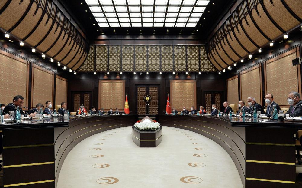 Президент КР в ходе работы 5-го заседания Высшего совета стратегического сотрудничества между Кыргызстаном и Турцией в Анкаре