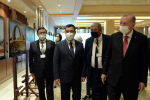 Президенты Садыр Жапаров и Реджеп Тайип Эрдоган на фотовыставке, посвященной 30-летию независимости Кыргызстана в Анкаре