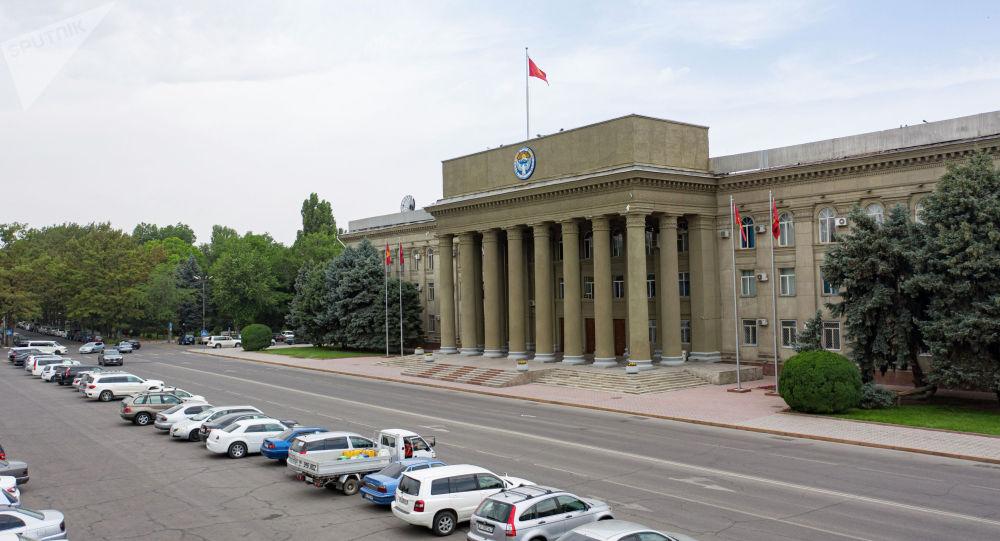 Вид на здание правительства Кыргызской Республики