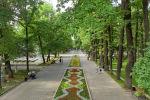Отдыхающие в Дубовом парке в одном из летних дней в Бишкеке