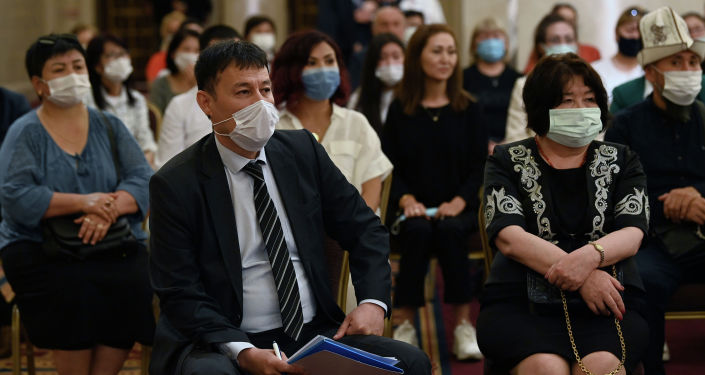 Кыргызстанцы проживающий в Анкаре на встрече с президентом Кыргызстана Садыром Жапаровым, находящимся в Турции с официальным визитом