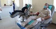 ЖККУнун Кант шаарындагы авиабазасынын аскерлери Кыргызстандагы ооруканаларга 20 литр кан тапшырышты
