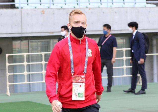 Защитник сборной Кыргызстана по футболу Александр Мищенко в стадионе Осака (Япония) перед матчем со сборной Мьянмы в рамках отборочного тура к Чемпионату мира-2022. 10 июня 2021