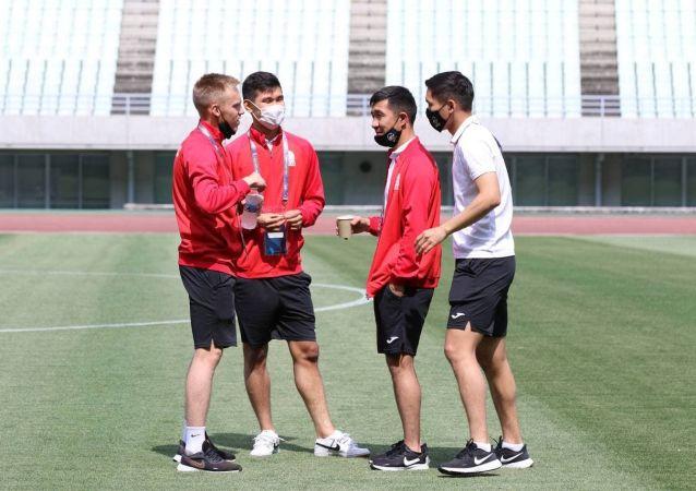 Футболисты сборной Кыргызстана в стадионе Осака (Япония) перед матчем со сборной Мьянмы в рамках отборочного тура к Чемпионату мира-2022. 10 июня 2021