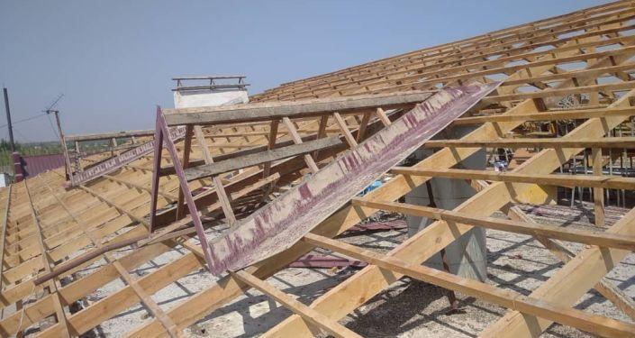 Капитальный ремонт школы в селе Максат Лейлекского района Баткенской области, которая подверглась обстрелу военными Таджикистана во время приграничного конфликта