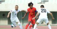 Футболисты сборной Кыргызстана и сборной Мьянмы во время матча, в рамках отборочного тура к Чемпионату мира-2022 в Осаке (Япония) . 11 июня 2021 года