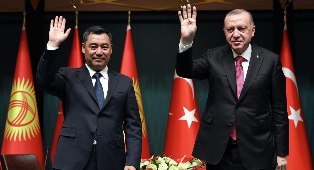 Кыргызстандын президенти Садыр Жапаров Түркиянын лидери Режеп Тайип Эрдоган менен Анкара шаарында жолугушуу учурунда