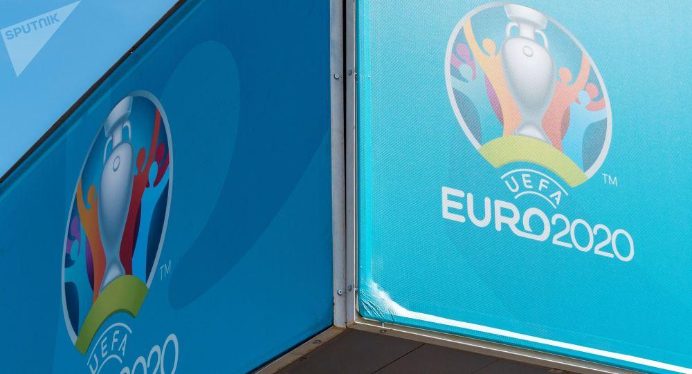 Европа футбол чемпионатынын логотиптери. Архив