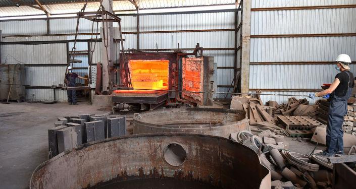 Деятельность завода по производству изделий из черных металлов, хромистого чугуна, марганцовой стали и грузовых автоприцепов в городе Кара-Балта