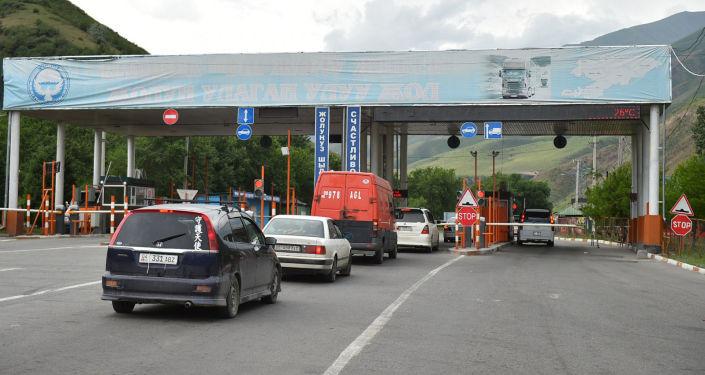 Незапланированная проверка работы пункта транспортного контроля Сосновка председателем кабинета министров КР