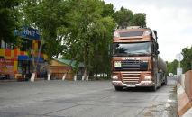 Фура на пункте транспортного контроля Сосновка. Архивное фото