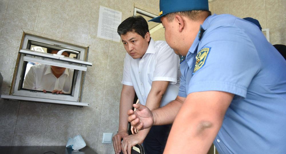 Министрлер кабинетинин төрагасы Улукбек Марипов Сосновка транспорттук көзөмөл пунктунун ишин текшерди