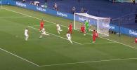 Футбол боюнча Европа чемпионатынын эң алгачкы голу оюнчу өзүнүн дарбазасына топ киргизип алышы менен башталды. Мындай жагдай чемпионаттын тарыхында биринчи жолу катталды.