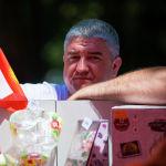 Мужчина на масштабном фестивале, посвященном Дню России, который прошел возле Русского драмтеатра в центре Бишкека