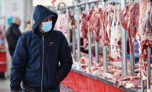 Мясной ряд на рынке. Архивное фото