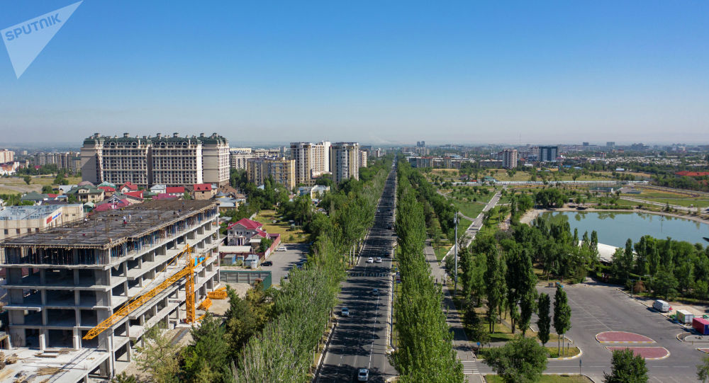 Проспект Чингиза Айтматова в Бишкеке с высоты дрона. Архивное фото