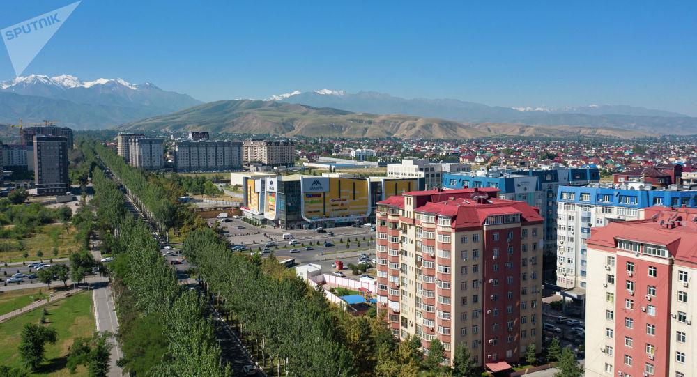 Вид на проспект Чингиза Айтматова в Бишкеке. Архивное фото