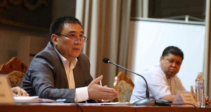 Мэр Оша Айтмамат Кадырбаев на заседании Штаба по подготовке к выборам депутатов городского кенеша в городе Ош