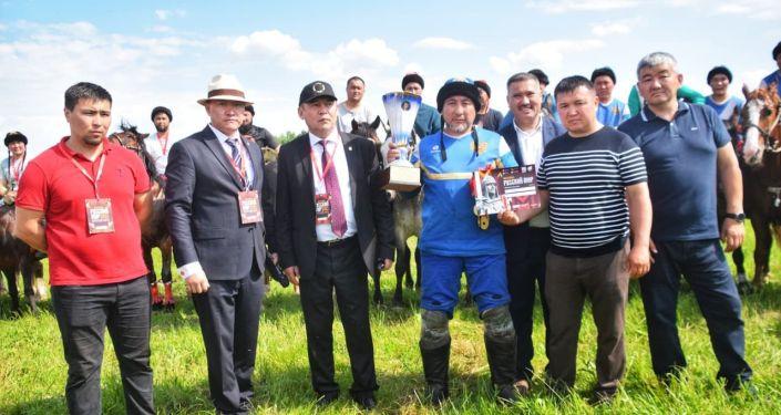 Команда из Московской области  выигравшая международный турнир по кок-бору в России на кубок Чингиза Айтматова. 14 июня 2021 года