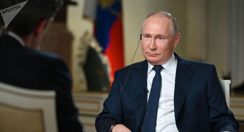 Президент РФ Владимир Путин отвечает на вопросы журналиста телекомпании NBC Кира Симмонса.