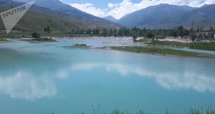 Отстойник реки Аламудун в Аламудунском районе Чуйской области