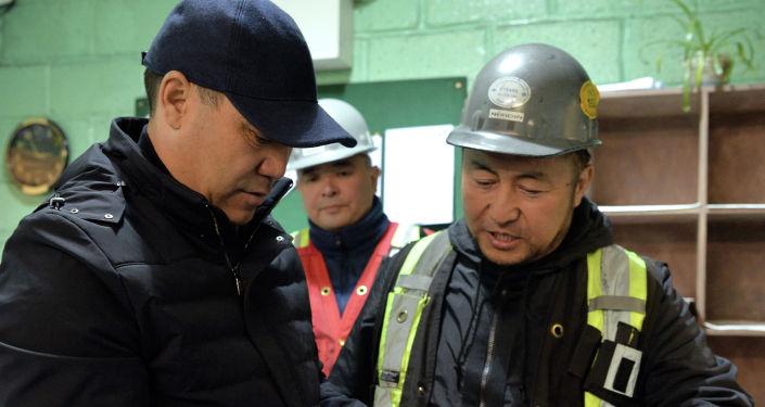 Президент Садыр Жапаров в ходе ознакомления с деятельностью рудника Кумтор в Иссык-Кульской области. 15 июня 2021 года