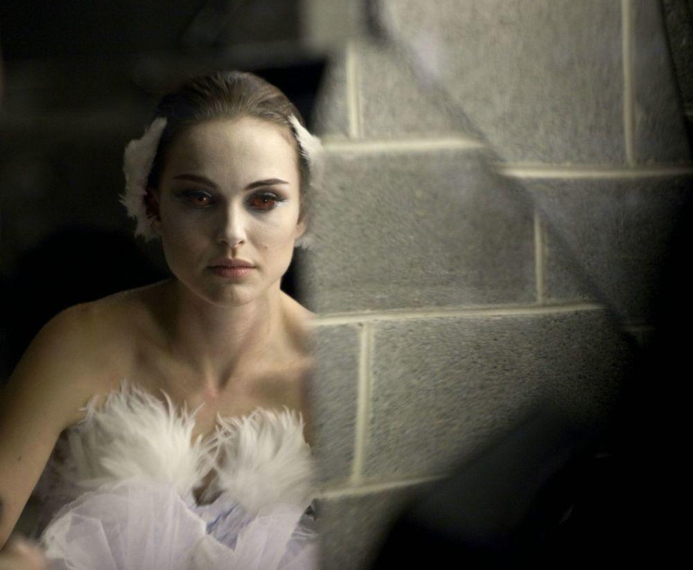 Ради роли балерины в психологическом триллере Черный лебедь Портман похудела с 55 до 43 килограммов. Старания актрисы оправдались — за эту роль она получила долгожданный Оскар и Золотой глобус.