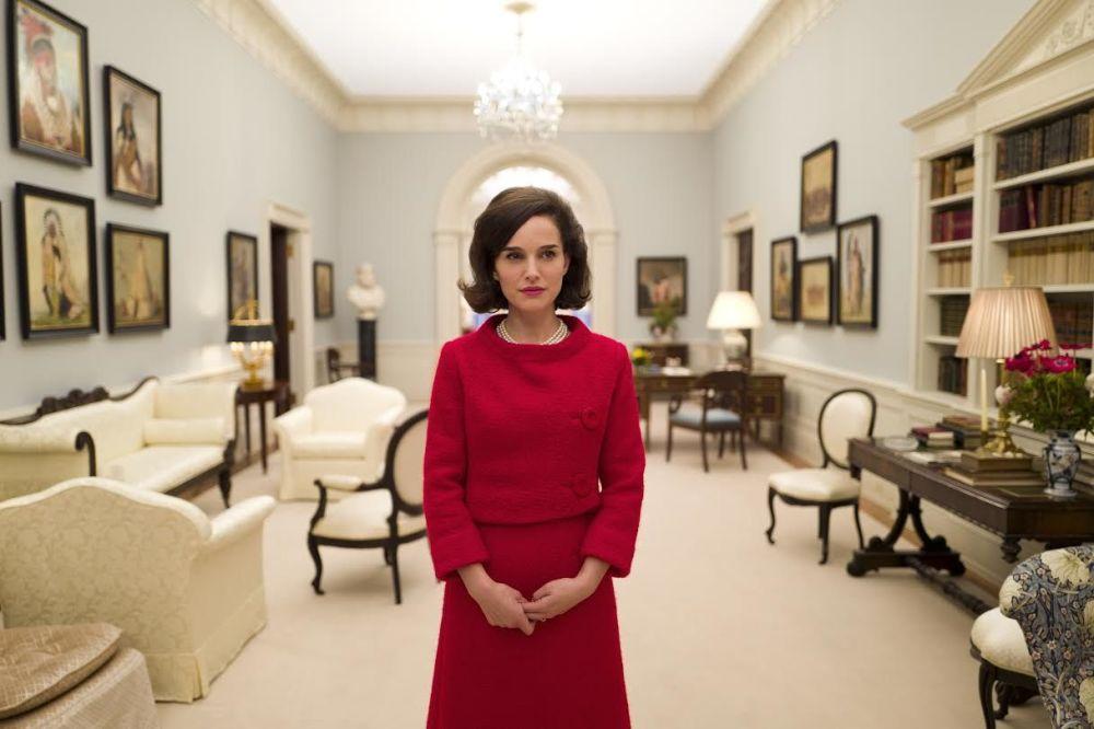 Роль первой леди США Жаклин Кеннеди принесла Портман третью номинацию на Оскар. На фото один из кадров из фильма Джеки.