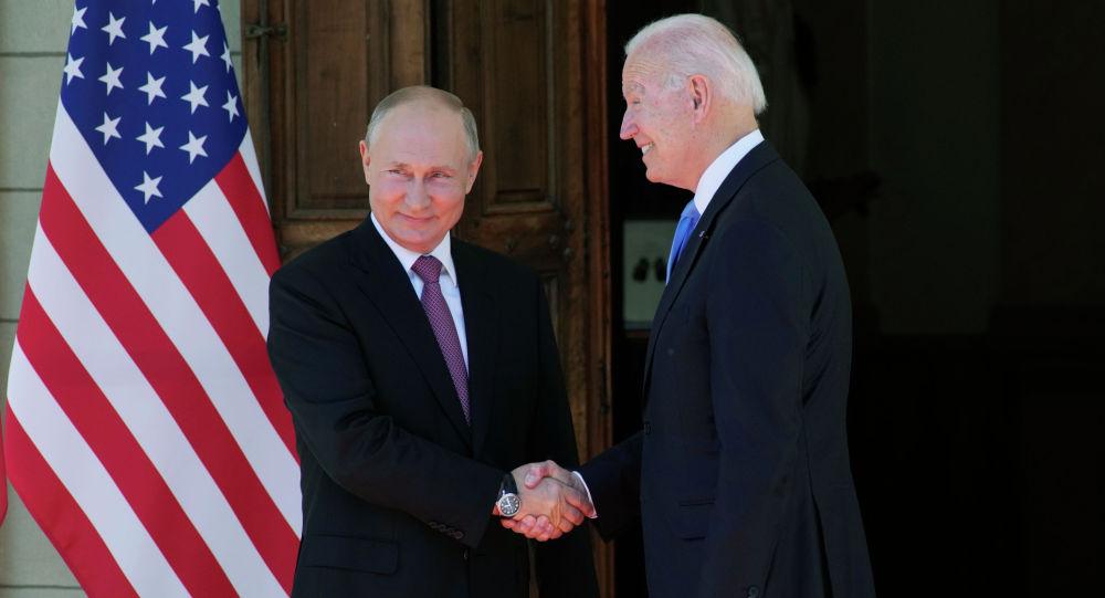Россиянын президенти Владимир Путин АКШ лидери Жо Байден менен Женевада жолугушуу учурунда