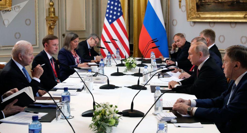 Россия президенти Владимир Путин АКШнын лидери Жо Байден менен Женевада жолугушуу учрунда
